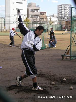 渡辺直人選手に球出ししてもらいながら打撃練習