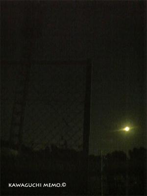 満月と鉄塔