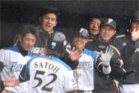 佐藤選手をお出迎え